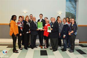 Groupe au lancement de la Politique de développement durable à Pincourt